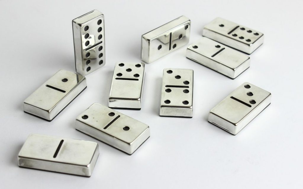 Playing Domino QQ
